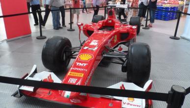 El Ferrari de Alonso en el Mercado Central de Valencia