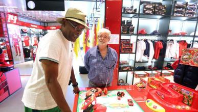 George Lucas y Samuel L. Jackson visitan Ferrari