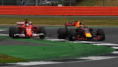 Max Verstappen y Sebastian Vettel luchan en Silverstone