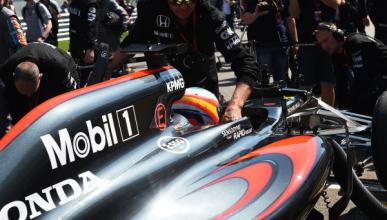 El nuevo McLaren F1 de Alonso supera los 'crash test'