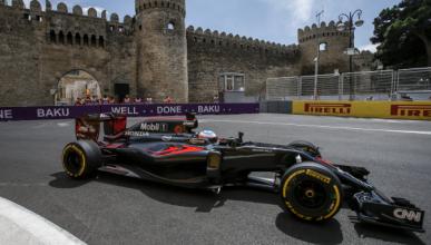 La odisea de Alonso para llegar al box en Bakú
