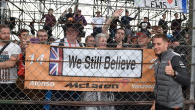 Pancarta de apoyo a McLaren en Silverstone