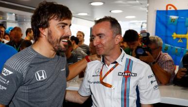 Fernando Alonso y Paddy Lowe, de Williams