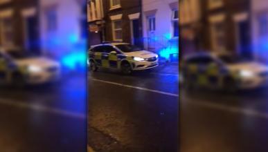 Policía entrada escena