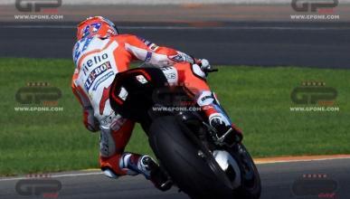 Casey Stoner rueda con la nueva Ducati Panigale V4