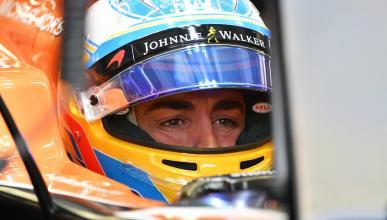 Fernando Alonso, en el box de Singapur