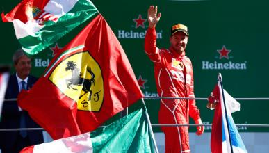 Sebastian Vettel sube al podio de F1