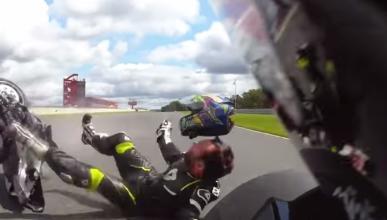Vídeo: Un piloto pierde su casco en plena caída