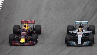 Adelantamiento de Hamilton a Red Bull