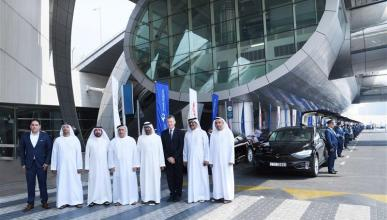 La flota de Uber y Tesla en Dubái