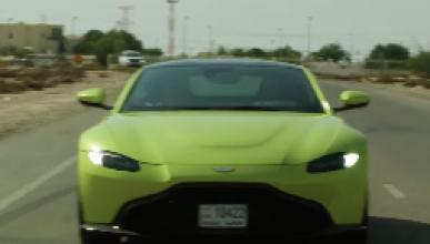 De camino a la última carrera de F1 en 2017, Daniel Ricciardo fue recogido por un ex piloto al volante del Aston Martin Vantage 2018. ¡Mira lo que pasó en este vídeo!