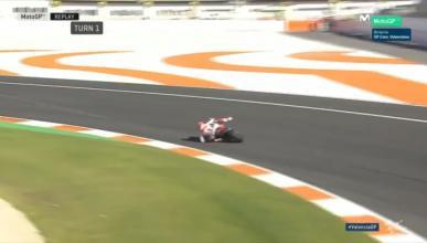 Espectacular salvada de Marc Márquez durante la carrera de MotoGP en Valencia