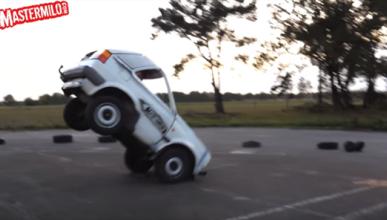 VW Golf 'recortado' hace caballito