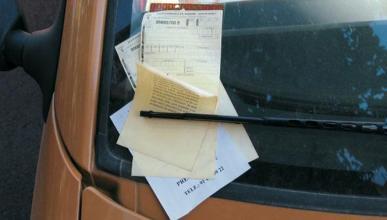 Bulo papel en el coche