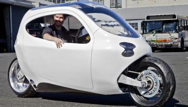 Lit Motors C1, la moto eléctrica que no se cae ni chocando contra un camión