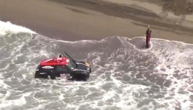 Coche Dakar en el agua
