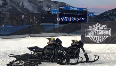 Dos Harley-Davidson Street Rod convertidas en motos de nieve