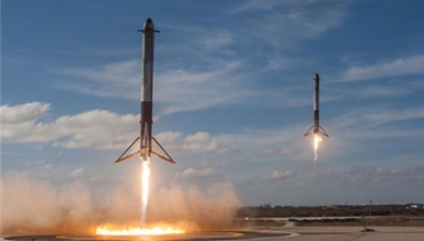 cohete Falcon Heavy de Space X despega con un Tesla Roadster