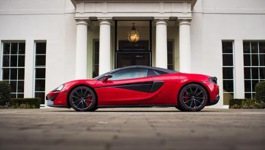 McLaren 570S Spider: vestido de rojo para San Valentín