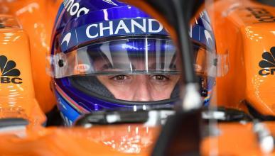 Fernando Alonso con el casco en Australia