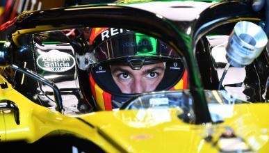 Carlos Sainz en el box de Renault