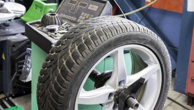 Dónde se han de instalar las ruedas nuevas, ¿delante o detrás?