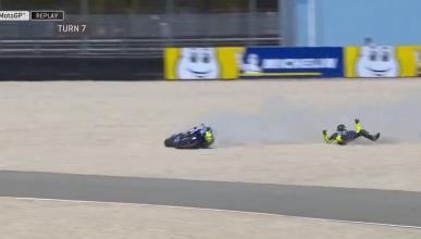 Caída de Valentino Rossi en el FP4 de MotoGP