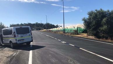 Sorprendido borrando una línea continua de una carretera de Huelva