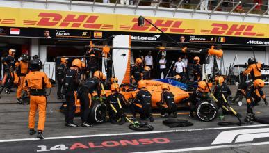 Alonso en el pit-lane