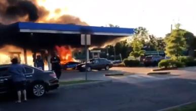 Un Lamborghini Huracan Performante sale ardiendo en una gasolinera