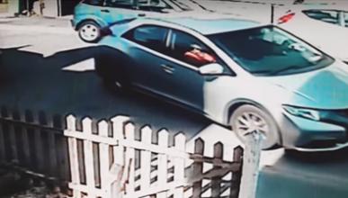 VÍDEO: un conductor poco hábil tarda ocho minutos en aparcar