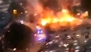 Un grupo de jóvenes prende fuego a más de cien coches en Suecia