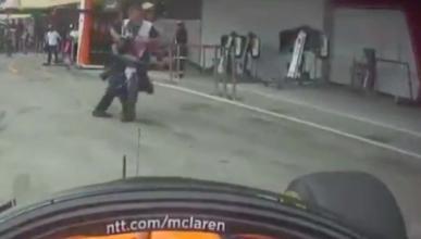 Alonso en el pit-lane de Japón