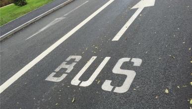 Nueva Ordenanza de Movilidad de Madrid: ¿está permitido circular con moto por un carril bus?