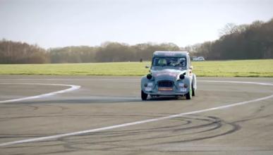 VÍDEO: No te pierdas a Chris Harris haciendo ochos con un Citroën 2CV de carreras