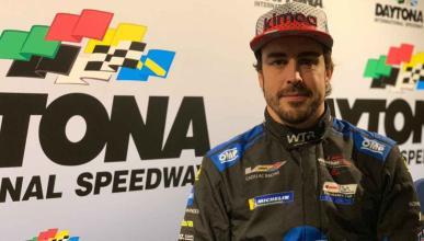 Alonso con el mono para las 24H Daytona