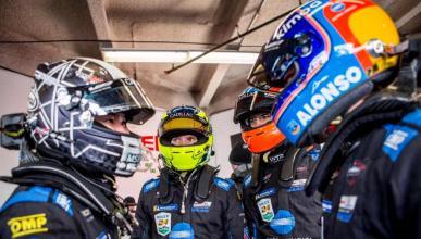 Fernando Alonso y sus compañeros en Daytona
