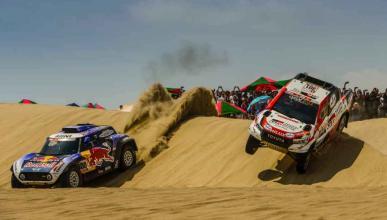 Carlos Sainz y Al Attiyah en el Dakar 2019