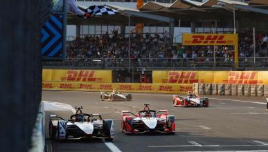 Adelantamiento de Lucas di Grassi a Pascal Wehrlein en la Fórmula E