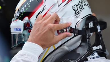Lewis Hamilton con HANS