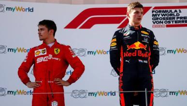 Verstappen y Leclerc en el podio
