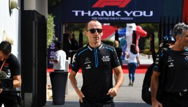 Robert Kubica en el paddock de la F1