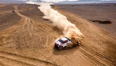 Alonso en un rally en arabia saudi