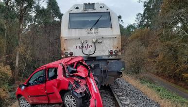 Conductor choca tren via