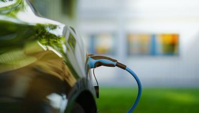 Cargar coche eléctrico