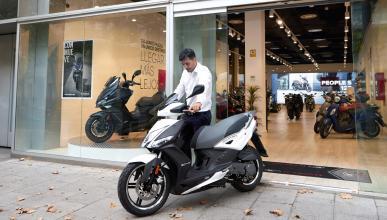 marron blanco negro produccion scooter