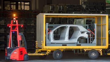 Seat incorpora robots autónomos para automatizar el transporte exterior de piezas
