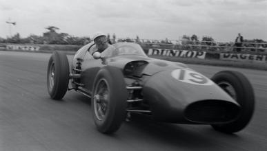 Aston Martin DBR5 en 1960 con Maurice Trintignant
