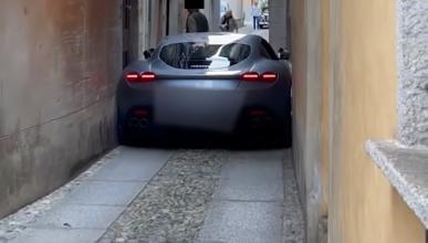Ferrari Roma atascado