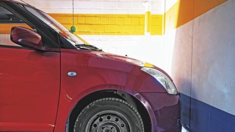 Cómo evitar y reparar arañazos contra columnas del garaje